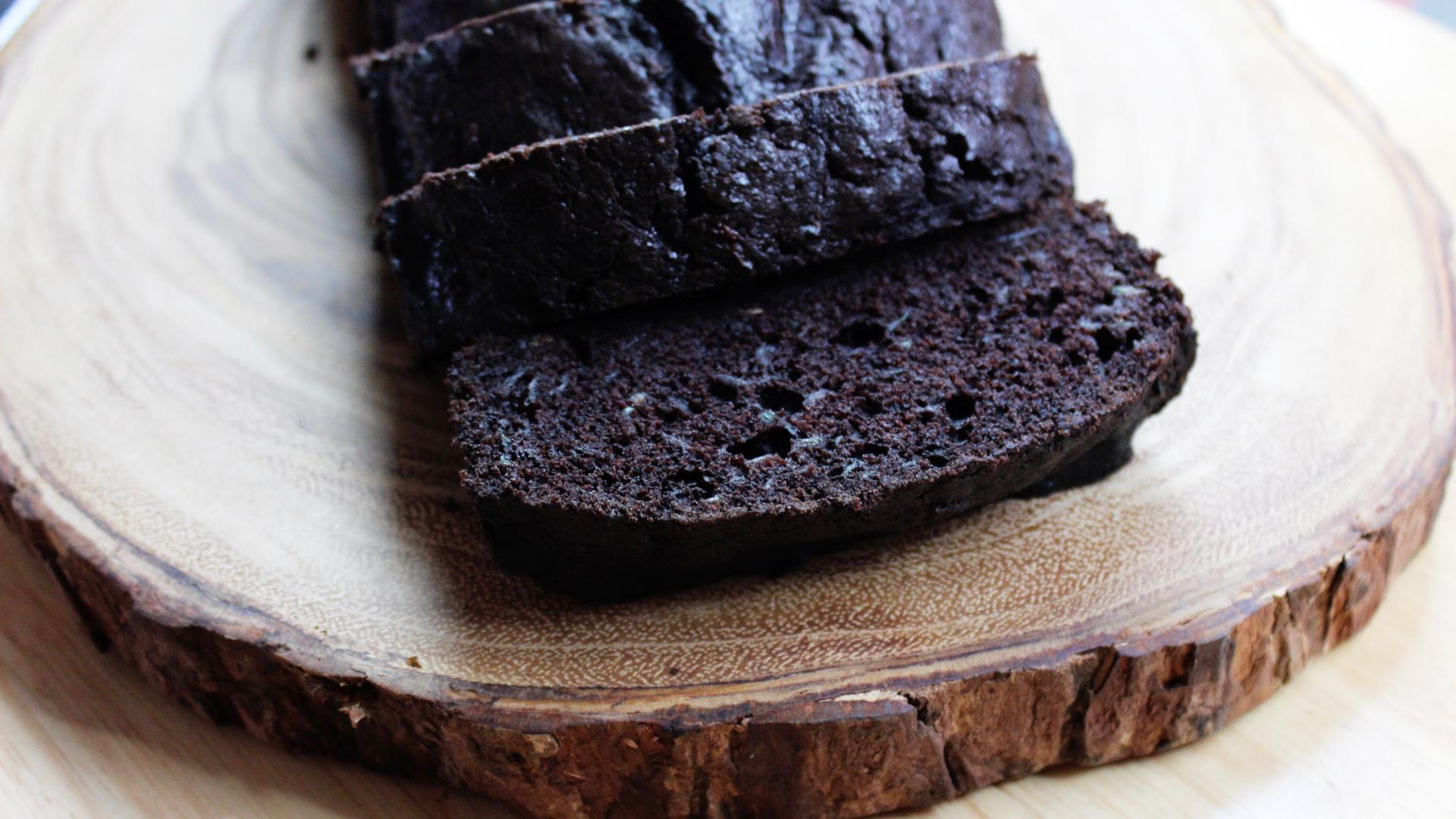 Bolo de Chocolate com Abobrinha (Chocolate Zucchini Bread)