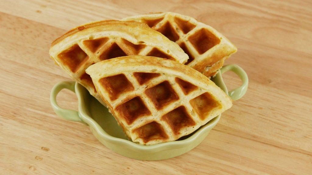 Waffles de Parmesão e Pesto