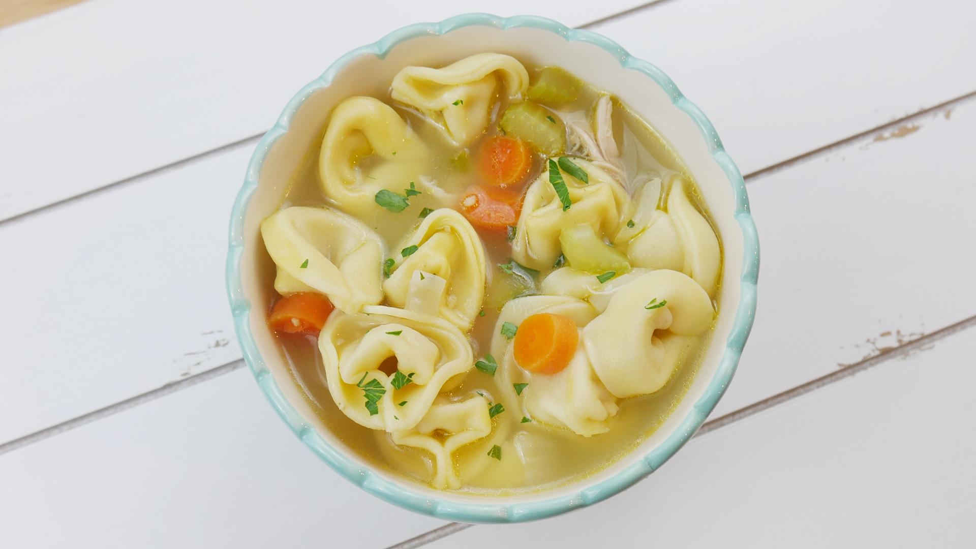 Sopa de Frango com Capeletti