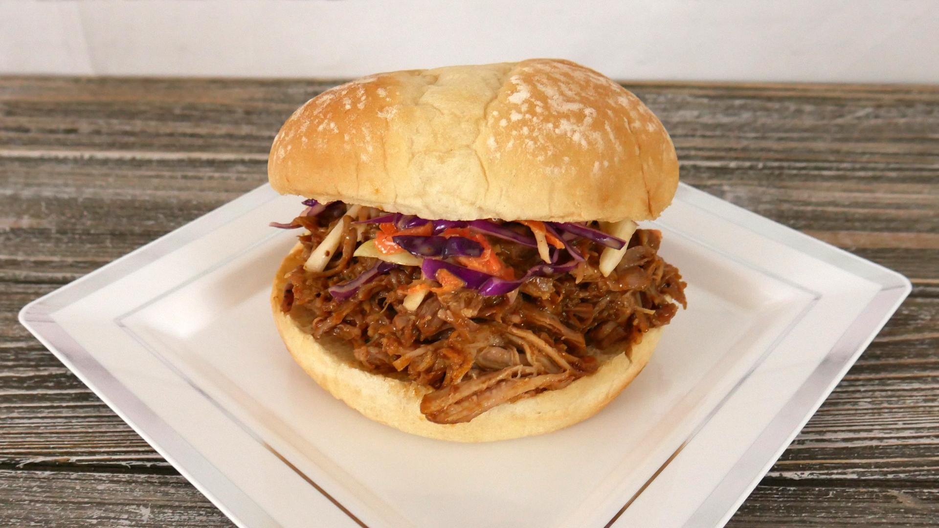 Carne de Porco Desfiada com Molho Barbecue (BBQ Pulled Pork)
