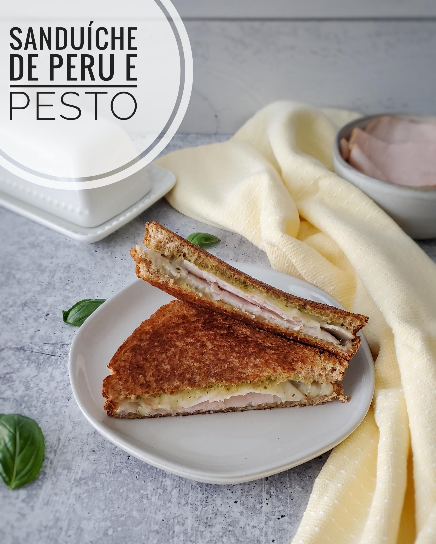 Sanduíche de Peru e Pesto