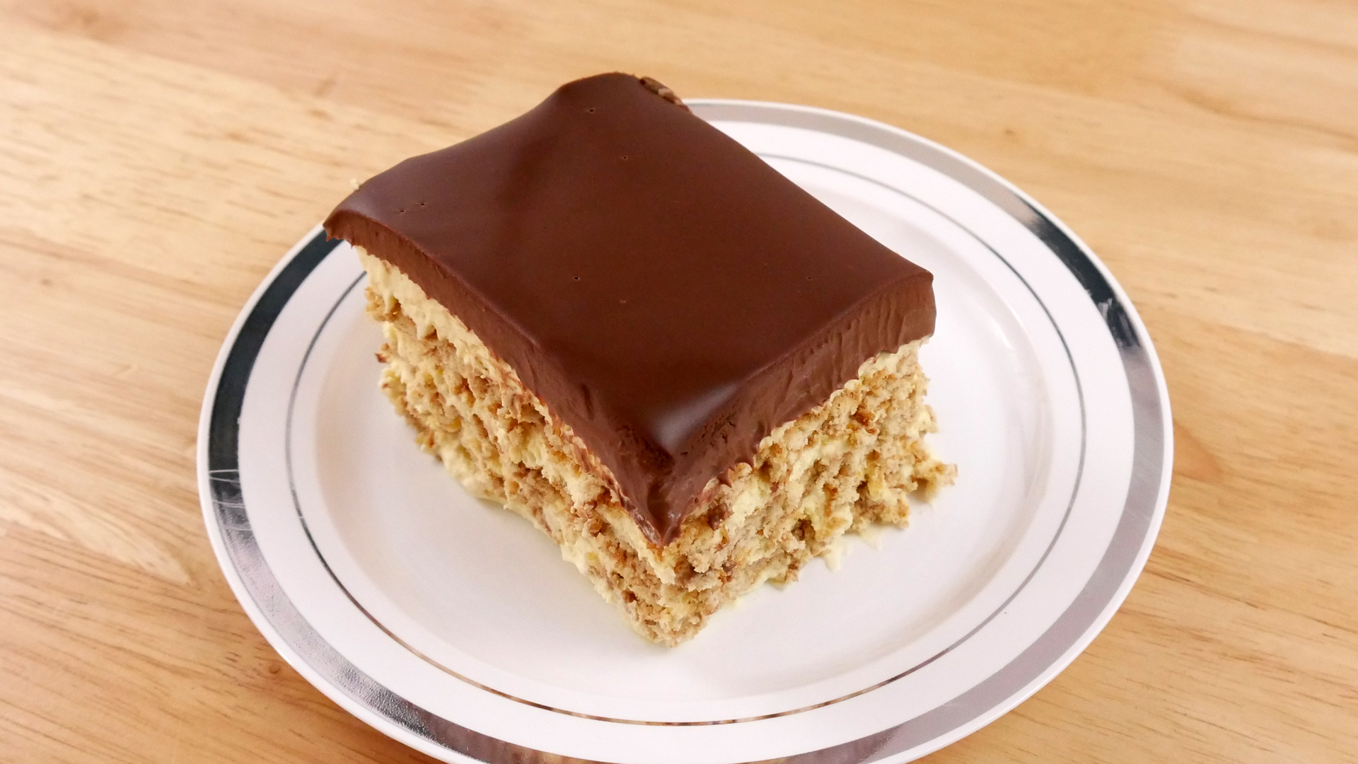 Pavê Bomba de Chocolate (No Bake Eclair Cake)